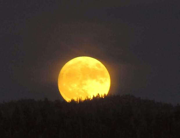Sierra Snapshots: The super moon rises over Lake Tahoe ...
