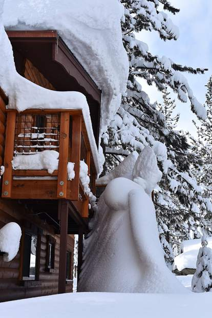 Sierra Snow: This home on Lake Tahoe's West Shore was blanketed in snow in late January. Photo: Larry Ferguson