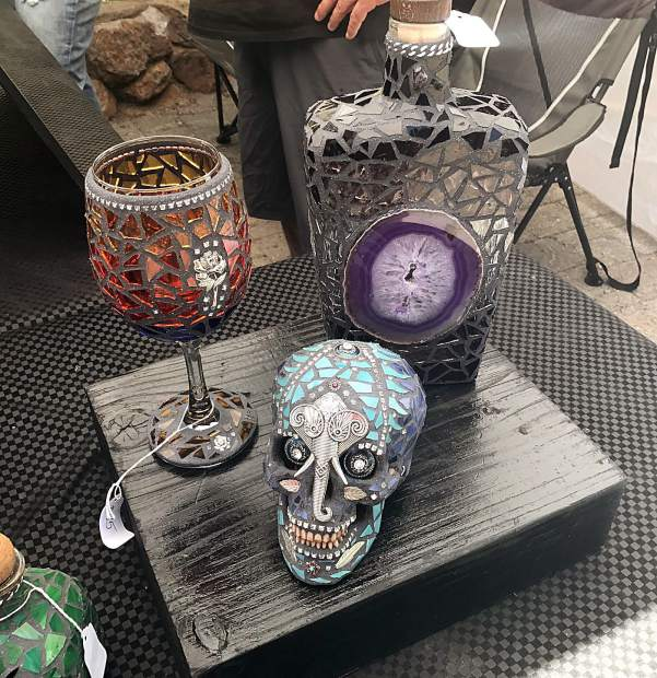Gypsy Soul Glass creates handmade decorative bottles, skateboards and skulls entirely encrusted in glass.