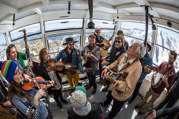 WinterWonderGrass mucisians perform on a tram.
